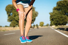 Runner experiencing knee pain